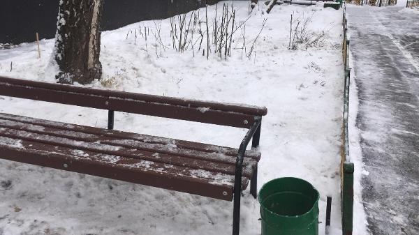 Дополнительные снегоуборочные работы провели в одном из дворов района