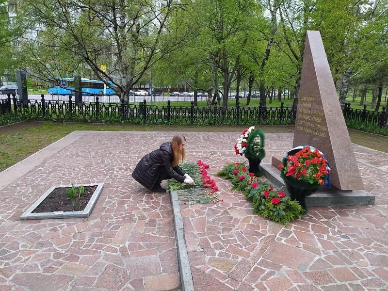 Члены Молодежной палаты района возложили цветы в День Победы