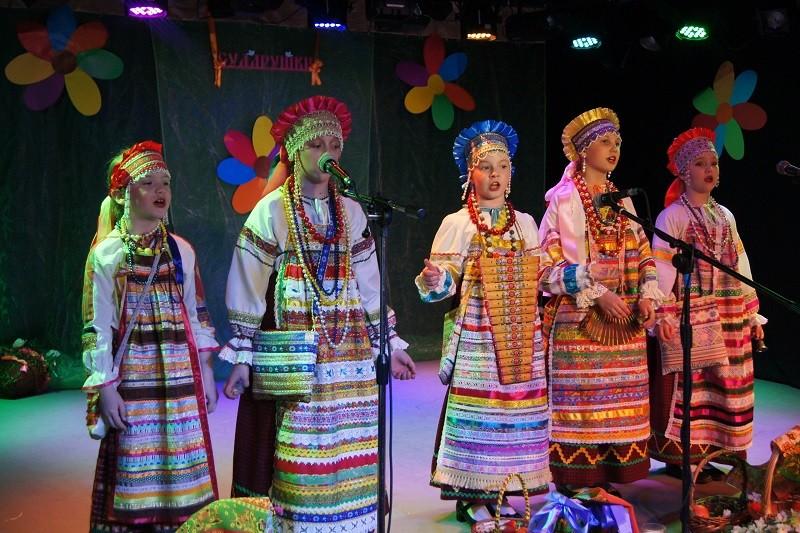 Онлайн-концерт ансамбля «Сударушка» пройдет в «Дружбе»