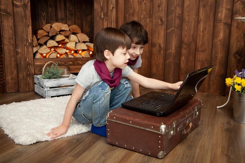 «Три поросенка» показали онлайн в Культурном центре «Дружба»