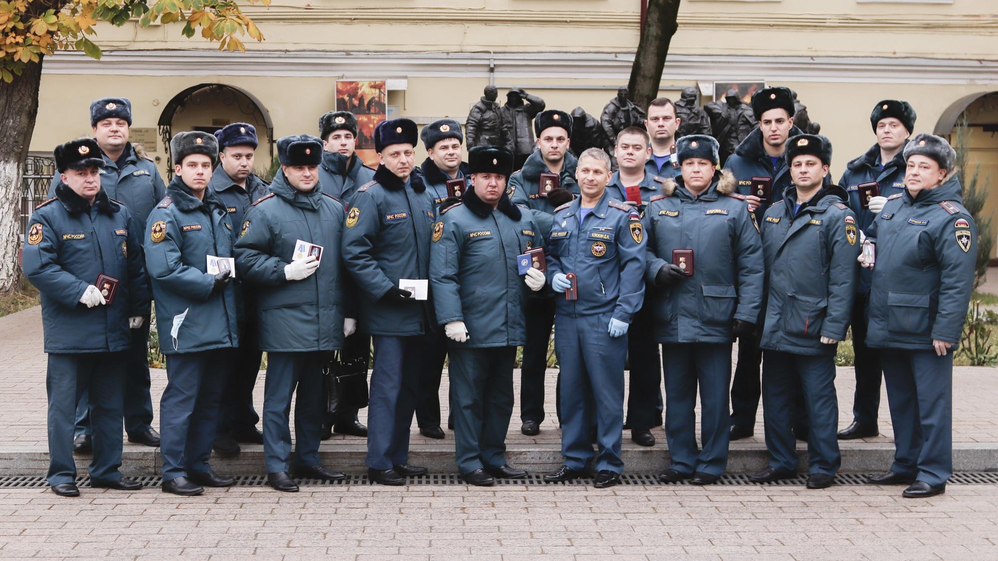 Столичные пожарные награждены Знаком Губернатора Рязанской области за ликвидацию последствий пожара под Рязанью