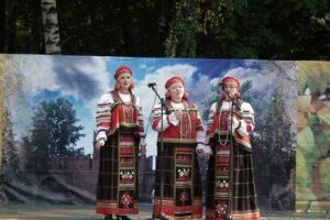 На виртуальной сцене КЦ «Дружба» выступит вокально-хоровой ансамбль «Рябинушка»